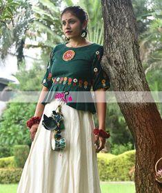 India's Most Loved Chaniya Choli Designs for Navratri - LooksGud. Navratri Garba, Navratri Dress, Little Girl Fashion Clothes, Garba Dress, Girls Dresses Sewing, Long Skirt Outfits, Choli Designs, Stylish Blouse Design, Indian Fashion Dresses