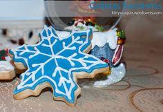 Galleta de Navidad - Estrella de navidad azul #ChristmasCookies #GalletasdeNavidad #galletas #fondant #cookies #galletasDecoradas #decoratedCookies #sugarcraft #foodPhotography #snowflake