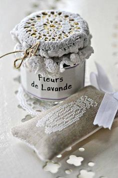 Doily into a lid of jar / riciclo centrini Lavender Cottage, Lavender Bags, Crochet Decoration, Crochet Home Decor, Vintage Shabby Chic, Shabby Chic Style, Diy Crochet And Knitting, Pot Lids, Linens And Lace