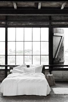 Interior design - Bedroom with rustic charm and a bed dressed in white