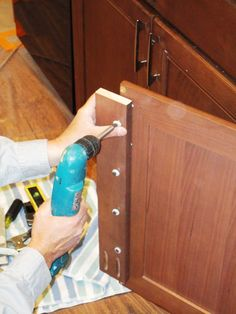 Cutting and removing the center stile on kitchen cabinets allow for wider pull out shelves to be installed but watch out if you have granite tops Diy Cabinet Doors, Diy Cabinets, Cabinet Drawers, Cupboards, Kitchen Redo, Kitchen Remodel, Kitchen Counters, Kitchen Island, Kitchen Ideas