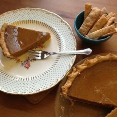 Pumpkin pie with a side of pie fries! Cute Food, Yummy Food, Frog Cakes, Sweetest Day, Portion Control, Dessert Ideas, Baked Goods, Pumpkins, Norway