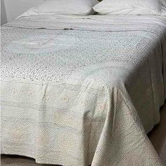 French Linen Bedding Online - Flax Linen Bedding - Yummy Linen provides Linen sheets, quilt covers, eco cotton natural fiber bedding Queen Quilt, Queen Size Bedding, Linen Sheets, Linen Bedding, Embroidered Quilts, Kantha Stitch, Kantha Quilt, How To Make Bed, Quilt Cover