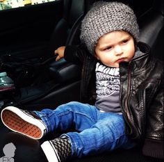 i hope my lil sprout is okay with hats bcuz they are too flipping adorable on babies :) style inspiration