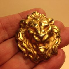 Vintage Estate Detailed Royal LION HEAD BROOCH Pin Gold Tone Costume Jewelry
