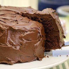 Har du festplaner i nærmeste fremtid? Da er dette kaken for deg å bake, for Food Cakes, Chocolate Ice Cream, Melting Chocolate, Banana Recipes, Cake Recipes, Smarties Chocolate, Chocolates, Norwegian Food, Eating Ice Cream
