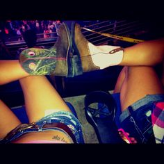 Country girls+boots+Miranda lambert concert+daisy dukes=an amazing bestfriend ya I'll take that! Neill and Luden we need to take a picture like this at the stampeed this year! Bff Goals, Best Friend Goals, My Best Friend, Country Girl Boots, Country Girls, Country Life, Country Strong, Country Quotes, Best Friend Pictures