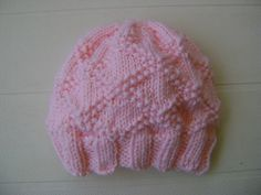 More Adorable Knitted Baby Hats Little criss-cross hat Circular Knitting Patterns, Baby Hat Knitting Patterns Free, Baby Hat Patterns, Baby Hats Knitting, Crochet Baby Booties, Free Knitting, Knit Patterns, Knitted Baby Beanies, Knitted Hats