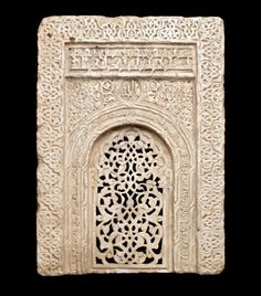 An important Zangid carved marble Mihrab Syria or Jazira, early 13th Century  米哈拉布,好美