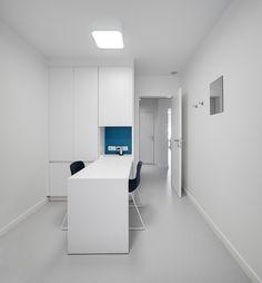 kinesitherapie praktijk te Wilrijk #blue #Dark #Prolicht #BuroProject #Armstrong #medical #physiotherapy #renovation by architime