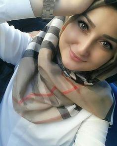Beautiful Hijab Girl, Beautiful Muslim Women, Niqab Fashion, Modern Hijab Fashion, Arab Girls Hijab, Muslim Girls, Hijabi Girl, Girl Hijab, Arabian Women