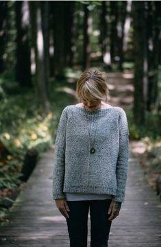 Ravelry: The Weekender sweater knitting pattern by Andrea Mowry Knitting Kits, Sweater Knitting Patterns, Knit Patterns, Hand Knitting, Small Knitting Projects, Knitting Pullover, Raglan Pullover, Brooklyn Tweed, Winter Sweaters