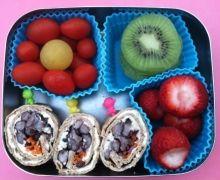 Bean wrap, kiwi, strawberries, cherry tomatoes lunchbots-uno-kiwis-and-wraps
