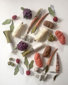 Sew your harvest! kids toys sustainable and organic Sew your harvest! kids toys sustainable and organic Diy For Kids, Crafts For Kids, Sewing Crafts, Sewing Projects, Natural Toys, Natural Play, Fabric Toys, Waldorf Toys, Play Food