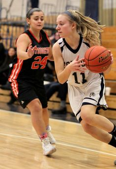 H.S. GIRLS' BASKETBALL: Attleboro shoulders load as Houle shut down