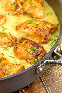 Easy one-pan chicken dinner in a tangy lemon chive sauce. Meat Recipes, Chicken Recipes, Dinner Recipes, Cooking Recipes, Healthy Recipes, Garlic Sauce For Chicken, Yum Yum Chicken, One Pot Meals