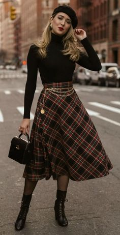 Desk-To-Decked Halls: A Festive Workweek Multitasker // Black ribbed turtleneck sweater, high-waisted plaid a-line skirt, black leather lace-up mid-ca… – Shoes Classy Outfits, Vintage Outfits, Casual Outfits, Vintage Fashion, Vintage Dresses, Fall Outfits, Long Plaid Skirt, Plaid Skirts, Long Maxi Skirts