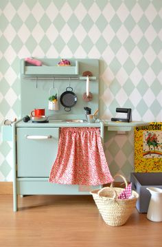 Macarena Bilbao, the creator of handmade wooden toys, makes beautiful kitchens and dollhouse and other delights out of wood, her eco-friendly toys Diy Kids Kitchen, Wooden Toy Kitchen, Bilbao, Childrens Kitchens, Handmade Wooden Toys, Barbie Furniture, Little Girl Rooms, Fashion Room, Kid Spaces