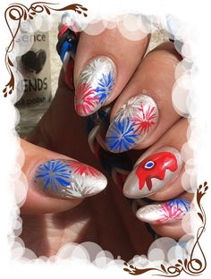 Voici mon nail art pour ce jour de fête nationale. Je sais mon feu d'artifice tricolore est bien pâle face à celui de Nature Nails by Tenshi no Hana mais j'avais eu cette idée bien avant mes vacances donc je n'allais pas renoncer sous prétexte que quelqu'un l'a mieux réussi que moi ^^ et puis j'aime bien mon petit bonnet phrygien Plus d'infos et de photos sur le blog : http://anthea-nail-art.over-blog.com/2016/07/na-14-juillet-2016.html