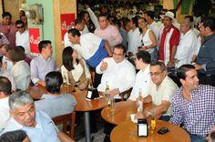 En Los Portales de esta ciudad, el gobernador Javier Duarte de Ochoa convivió con los ciudadanos veracruzanos.