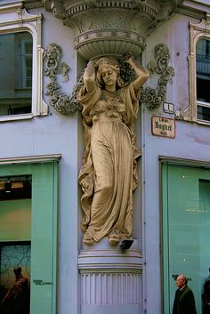 Residence Architecture, Classical Architecture, Beautiful Architecture, Beautiful Buildings, Art And Architecture, Architecture Details, Statues, Art Nouveau, Street Art