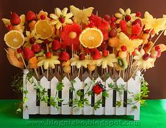 Cupcake bouquet, Fresh fruit skewers and Photos from Ykaies Dora- Garden themed birthday party New Fruit, Fruit Art, Fresh Fruit, Kids Fruit, Fruits Decoration, Food Decorations, Fruit Skewers, Fruit Displays, Edible Arrangements
