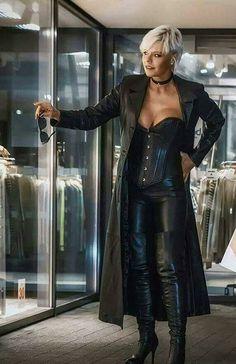 Leder Lady ❤ - Leder Lady ❤ Source by - Long Leather Coat, High Leather Boots, Leather Corset, Leather And Lace, Leather Pants, High Boots, Corset En Cuir, Leder Outfits, Hot High Heels