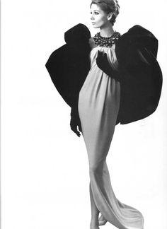 1961 Evening gown by Balenciaga, Moda Fashion, 1960s Fashion, Runway Fashion, High Fashion, Vintage Fashion, Womens Fashion, Balenciaga Vintage, Balenciaga Dress, Vintage Dresses
