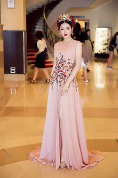 Kleider Lang, Lange Kleider, Abendkleider, Georges Hobeika, Cannes,  Objektiv, Asiatische Schönheit, Couture