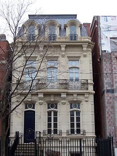 New Classical Townhouse in Chicago (completed Beatus Est: October 2010 New Classical Architecture, Architecture Art Nouveau, Classic Architecture, Beautiful Architecture, Residential Architecture, Architecture Design, Casa Retro, Ville New York, Chicago House