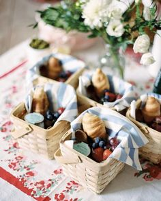 This adorable French themed picnic party provides the perfect inspiration for your next outdoor party. Love the individual picnic baskets! Picnic Birthday, Bohemian Birthday Party, Bohemian Party, Cake Birthday, French Birthday Theme, Birthday Party Catering, Girl Birthday, Outdoor Birthday, Bohemian Weddings