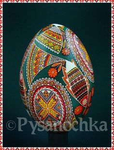 Very traditional design on a goose egg