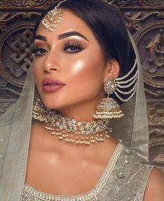 Here Are Some Indian Bridal Makeup Images To Give You Some Much-Needed Makeup Inspiration – Adelgieses Schmuck Tagebuch Bridal Makeup Images, Asian Wedding Makeup, Pakistani Bridal Makeup, Bridal Makeup Looks, Bridal Hair And Makeup, Asian Bridal Hair, Hair Makeup, Indian Wedding Jewelry, Indian Jewelry