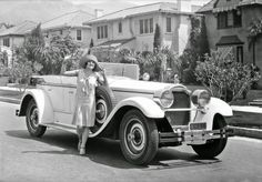 lina basquette and her packard | 1928 | #vintage #1920s #fashion