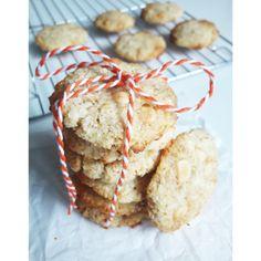 Amint lejjebb kúszott picit a hőmérő higanyszála, már kedvet is kaptam a sütéshez. Régóta szemezgettem a Fittkonyha receptjével, az alapanyagok beszerzése után, neki is láttam az elkészítésének. Nagyon finom omlós keksz lett, bátran ajánlom,az elkészítése is gyors és egyszerű.   Hozzávalók… Krispie Treats, Rice Krispies, Ham, Muffin, Sweets, Snacks, Cookies, Breakfast, Health