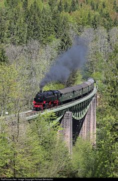 BB 262 is crossing the bridge in the Wutach Canyon with the morning train Weizen - Blumberg on the Sauschwänzlebahn.