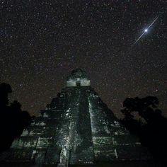 Templo 1 el gran Jaguar, en la cuna de la civilización Maya Tikal Peten , Guatemala Impresionante
