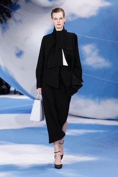 Dior Autumn-Winter 2013 Ready-to-Wear – Look 1: black crepe jacket with off white twill bustier and black crepe skirt. Discover more on www.dior.com #Dior#PFW