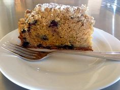 I love crumble, and when I saw the original recipe for Brown Butter Banana Berry Loaf ( see here ) I had to try it. Apple And Berry Crumble, Recipe For Brown Butter, Banana Berry, Vanilla Yogurt, Baked Apples, Cake Tins, Healthy Baking, Original Recipe, Pantry