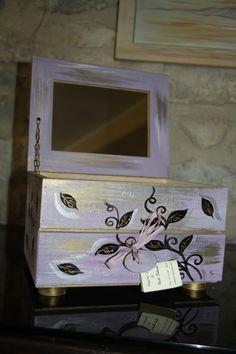 Portagioielli con specchio, in legno dipinto a mano