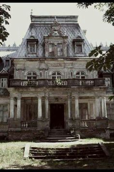 Old mansion.. bet this was something in its day