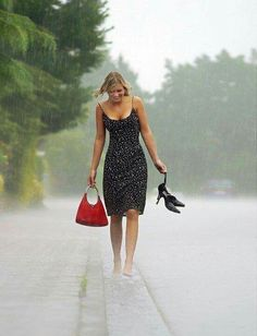 - Haiku X 153 - Summer Memories -. Poem by Sunshine Smile. - Haiku X 153 - Summer Memories -: Walking In The Rain, Singing In The Rain, Belle Tof, I Love Rain, Rain Days, Under The Rain, Rain Photography, Barefoot Girls, Summer Rain