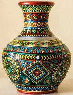 Excellent Pic pottery for beginners pots Ideas Halil Çayırlı pinleri Terracotta pot painting Pottery Painting Designs, Pottery Designs, Paint Designs, Pottery Art, Glass Bottle Crafts, Wine Bottle Art, Glass Bottles, Painted Flower Pots, Painted Pots