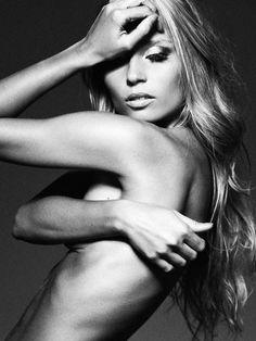 Sylwia Gaczorek || Portrait - Black and White - Editorial - Photography - Pose Idea