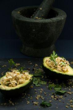 Avocado with Crab & Quinoa Guacamole, Quinoa, Seafood, Avocado, Mexican, Ethnic Recipes, Sea Food, Lawyer, Mexicans