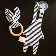 hochet et doudou lapin attache tétine thème marin quand maman coud