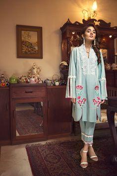 The Vintage Dreamer – Ammara Khan Simple Pakistani Dresses, Pakistani Fashion Casual, Pakistani Dress Design, Pakistani Outfits, Stylish Kurtis Design, Stylish Dress Designs, Embroidery Suits Design, Embroidery Fashion, Tunic Designs