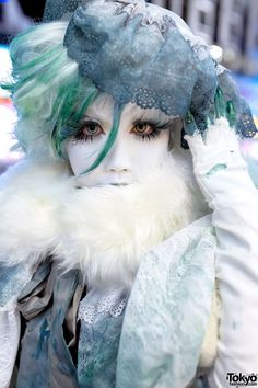 Japanese shironuri artist Minori with green hair wearing handmade fashion of lace and net on the street in Harajuku. Harajuku Fashion, Japan Fashion, Kawaii Fashion, Lolita Fashion, Star Fashion, New Fashion, Vintage Fashion, Fashion Beauty, Japanese Streets