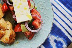 A+nyár+elengedhetetlen+kajáját,+a+görög+salátát+mutatja+meg+Zé,+de+társított+hozzá+egy+szaftos,+citromos+csirkét+is,+hogy+azok+is+jól+lakjana…