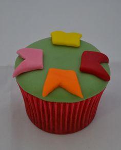Passo a Passo Cupcake Bandeirinhas por Elisabeth Teodoro